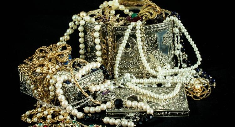 jewels-396441_1920