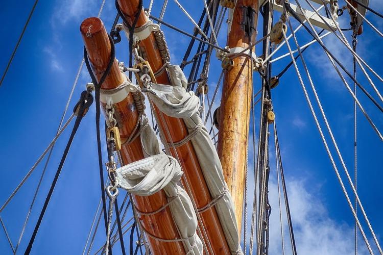 sailing-boat-1527625_1920