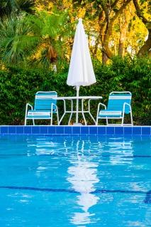 swimming-pool-1796147_1920