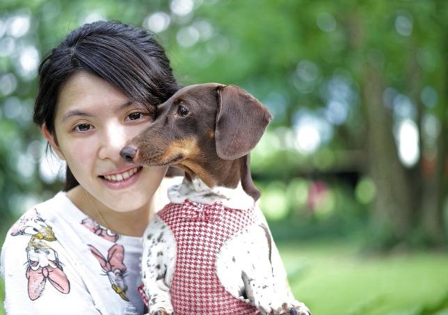girl-and-dog-962191_1920