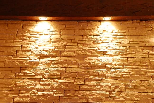 unshaped-stone-wall-with-spot-lights_Gk3tcA6_.jpg