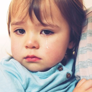 graphicstock-crying-toddler-girl-being-consoled-by-her-mother_Svig5nLhVuZ