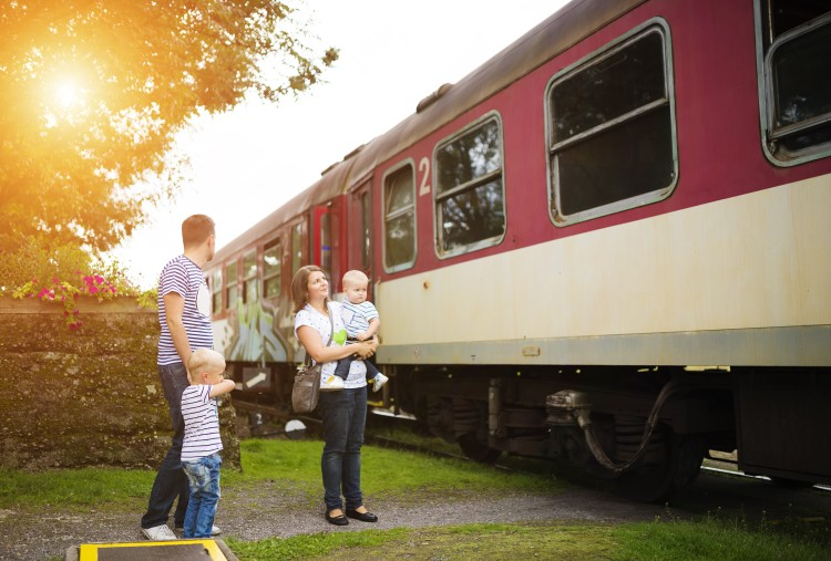 graphicstock-family-with-two-sons-at-the-train-station_S0FkVD6Wb