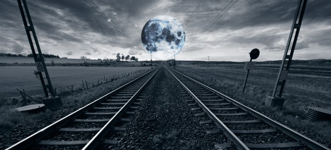 lonely-train-track-and-full-moon_rKcxzbDC4i