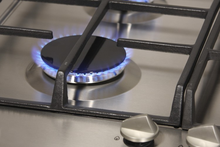 the-flame-of-gas-burner_GyB81Bod