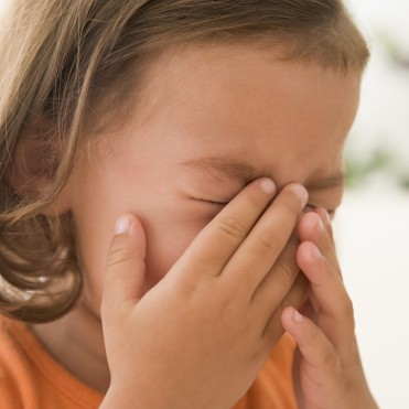 young-girl-indoors-crying_rYf20sCrs