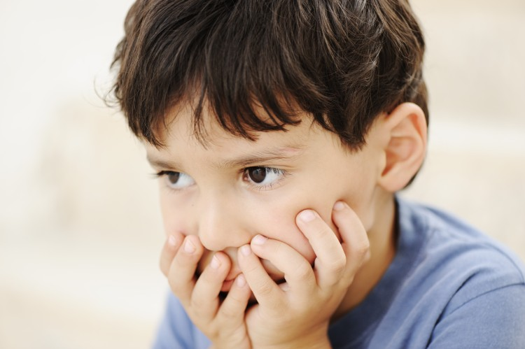 autism-kid-looking-far-away-without-interesting_Bt5O7oprs