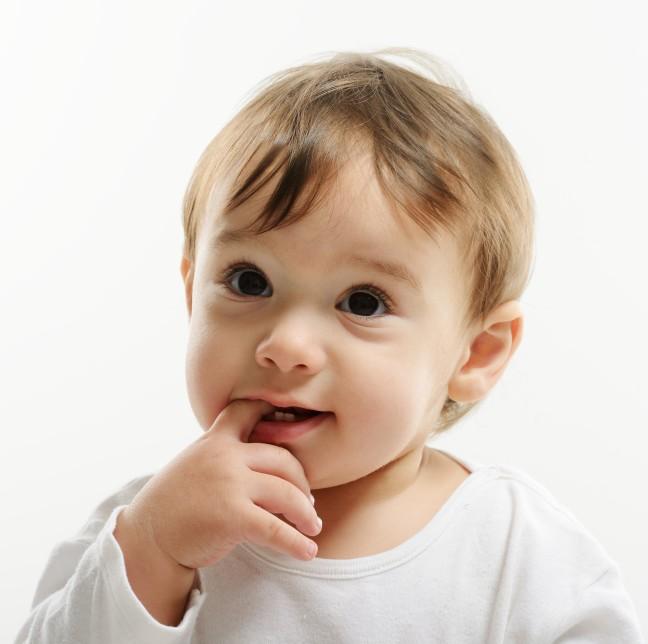 bright-closeup-portrait-of-adorable-happy-baby_SKbViG0Vi