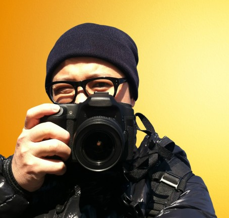 graphicstock-portrait-of-young-man-photographer-with-camera-paparazzi_BOAxdnjPgse