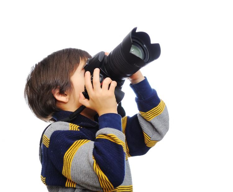 kid-with-camera_BYI9ytaBi