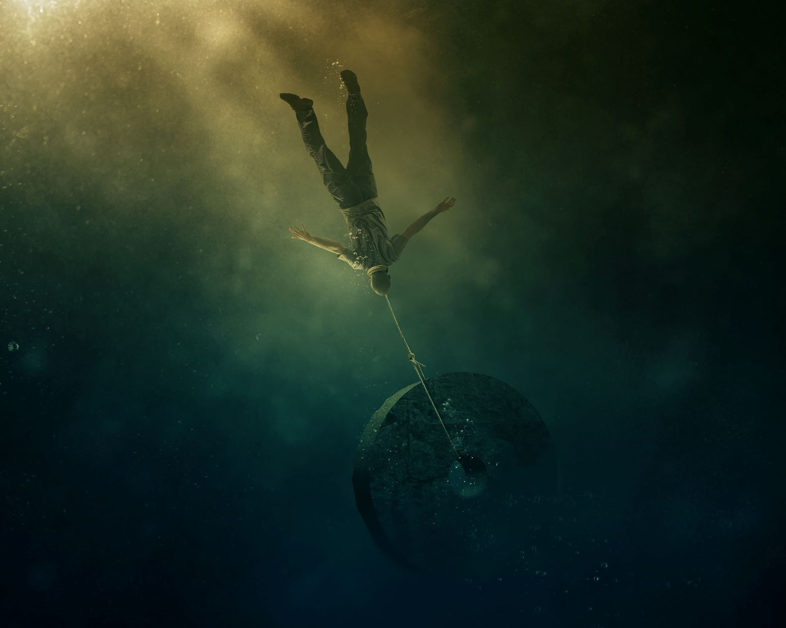a-man-falls-into-the-ocean-with-a-heavy-stone-tied-to-him_SikZNH3t8Px
