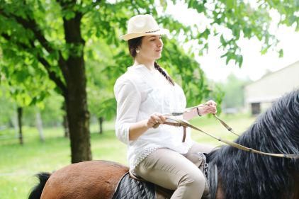beautiful-girl-riding-a-horse-in-countryside_HtqHMBpSo