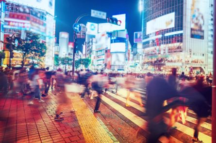 graphicstock-people-and-vehicles-cross-the-famously-busy-shibuya-intersection-in-tokyo_BW4efmneO-