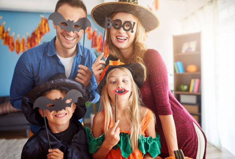 storyblocks-family-has-fun-in-halloween-time_rwNjSiCOcM