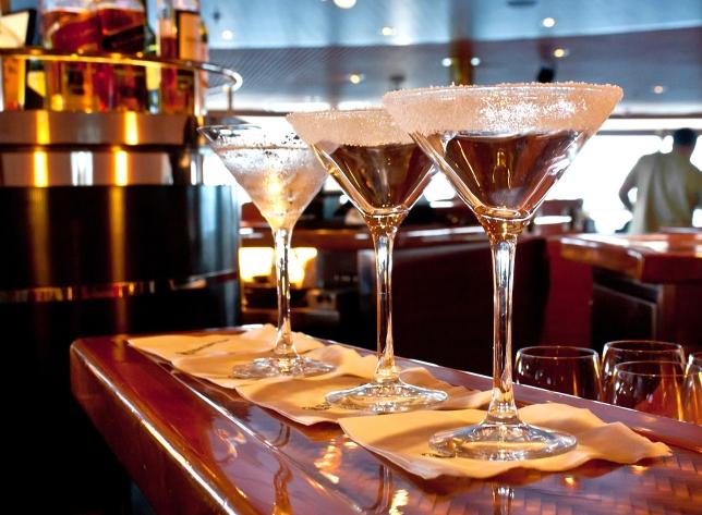 sugared-drink-glass-at-bar_zJRRcDu_