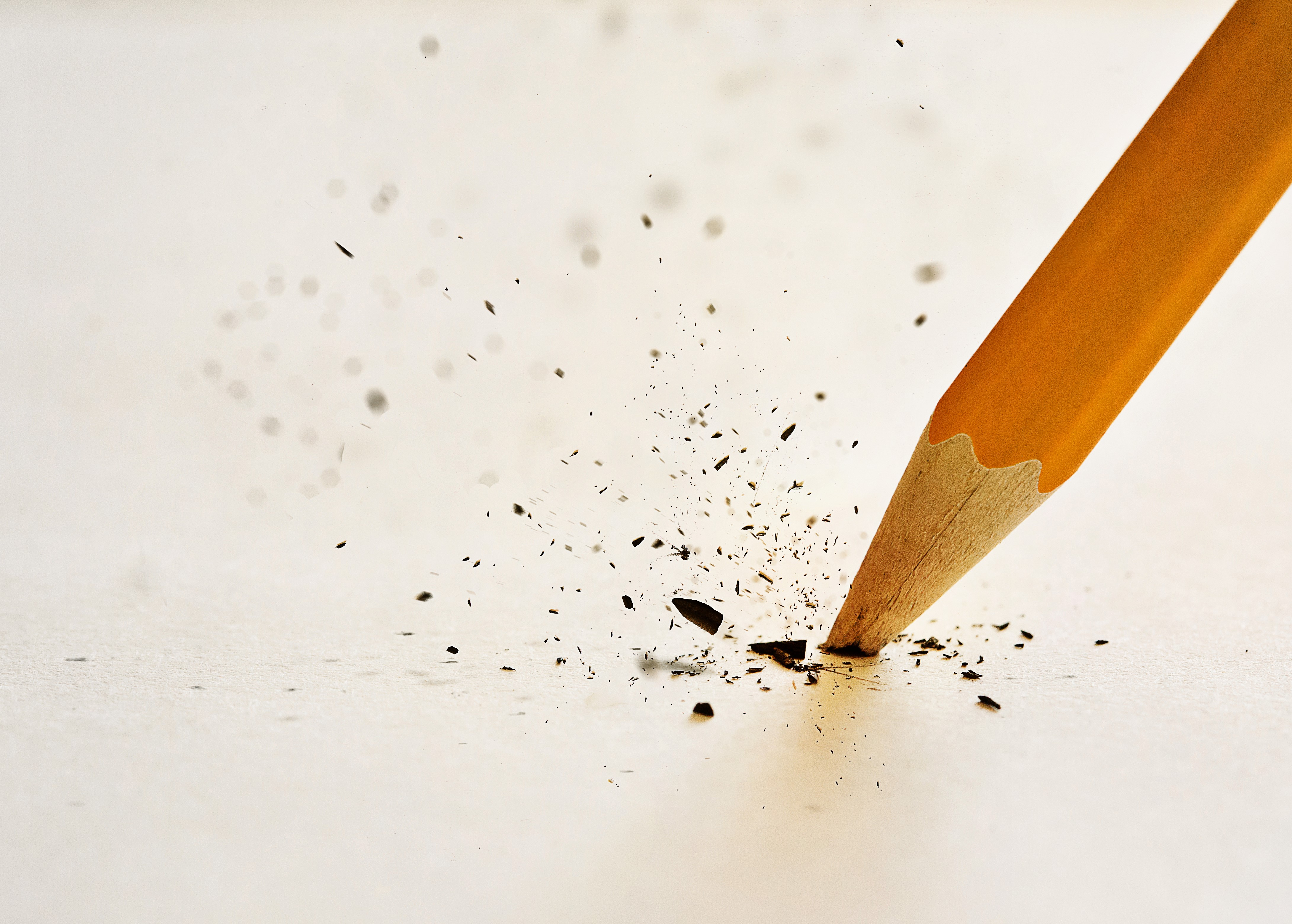the-lead-of-the-pencil-breaking-after-pressing-down-too-hard_rsGxxb5UPe